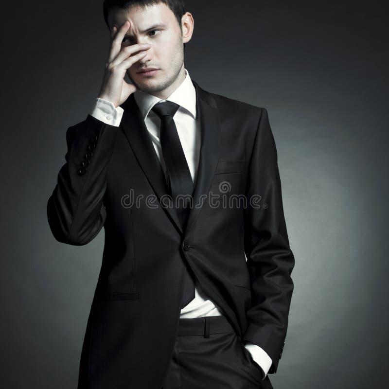 Stattlicher stilvoller Mann stockfoto