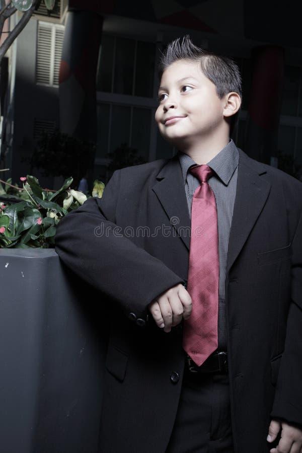 Stattliches Lächeln des jungen Kindes lizenzfreies stockfoto