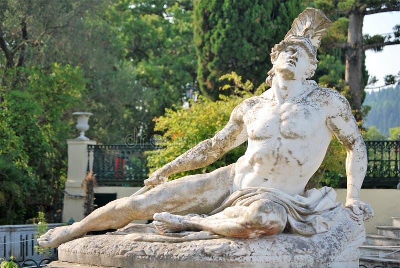 Statua Achilles konanie w ogródach Achilleion zdjęcie royalty free