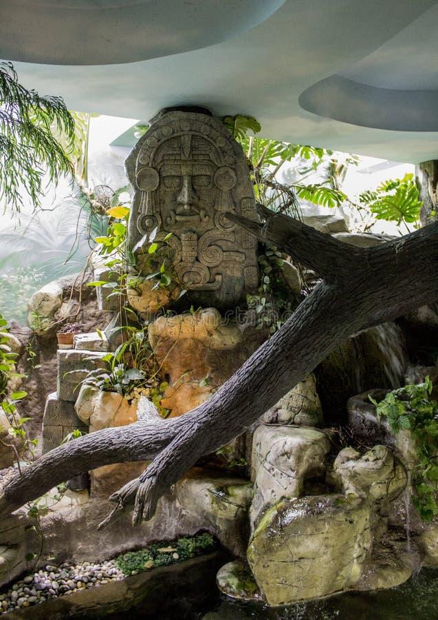 Statua agli Aztechi fotografia stock
