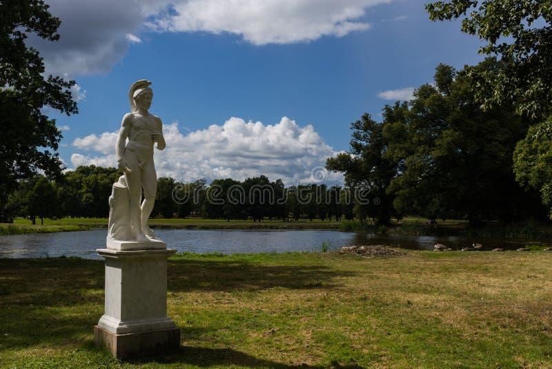 Statua al palazzo reale di Drottningholm fotografie stock