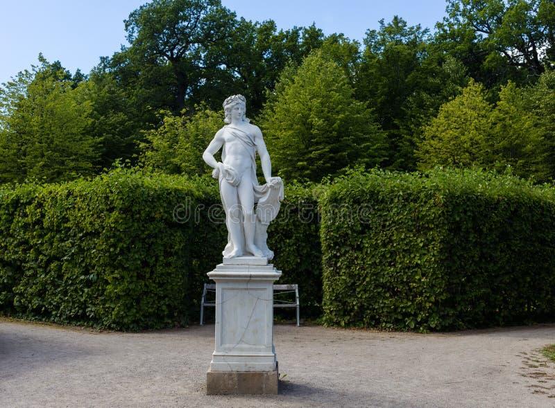 Statua al palazzo reale di Drottningholm, Stoccolma, Svezia 02 08 2016 immagini stock