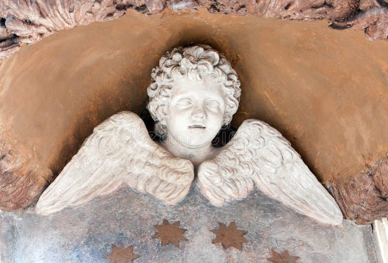 Statua alata del Cherub immagini stock