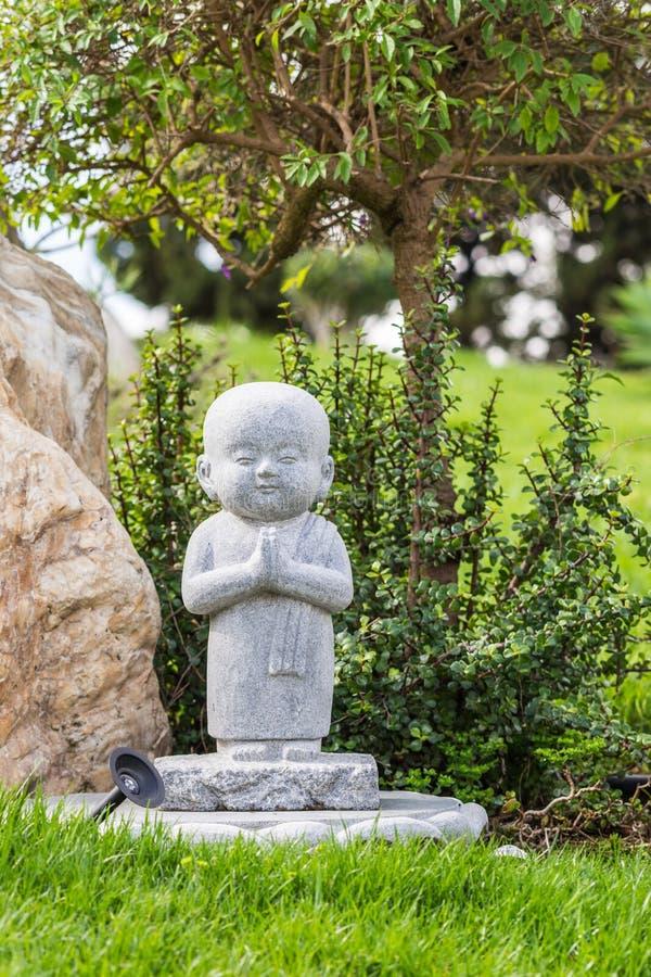 Statua alla sua Lai Buddhist Temple, California del monaco dell'allievo immagini stock libere da diritti