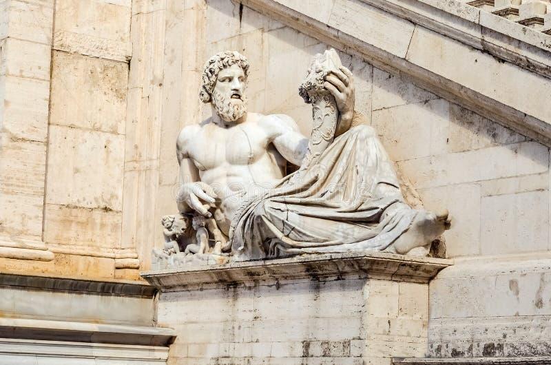 Statua allegorica del fiume del Tevere, Roma immagine stock