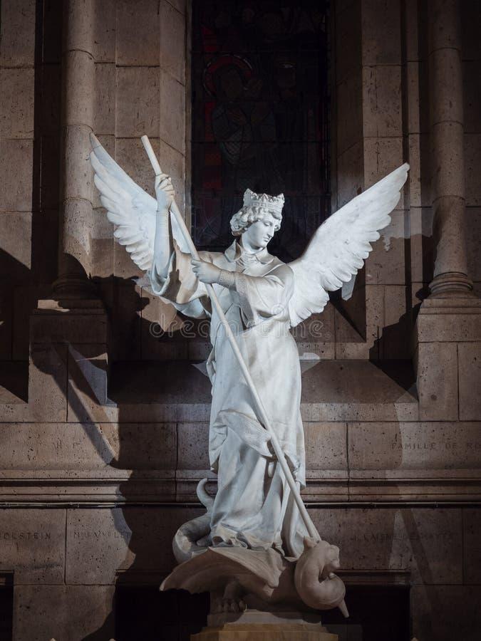 Statua anioł w bielu kamieniu wśrodku bazyliki Sac zdjęcia stock