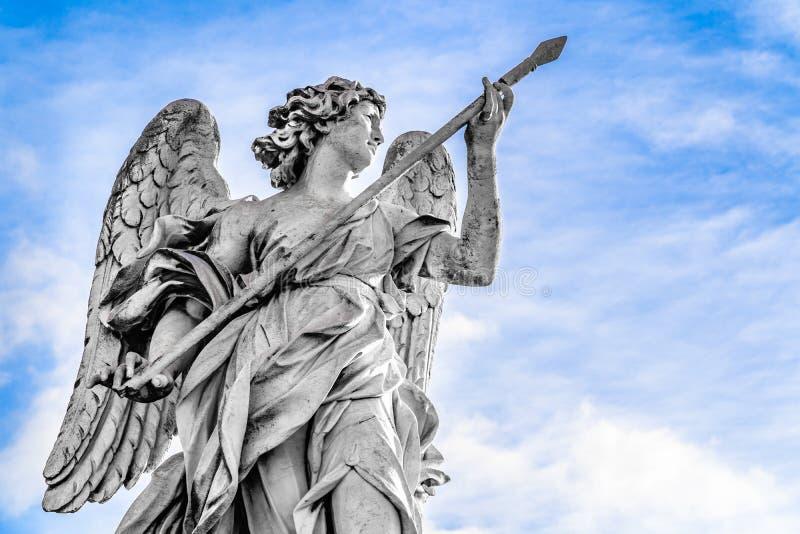 Statua anioł z lancą Domenico Guidi na Sant&-x27; Angelo most w Rzym, Włochy zdjęcie royalty free