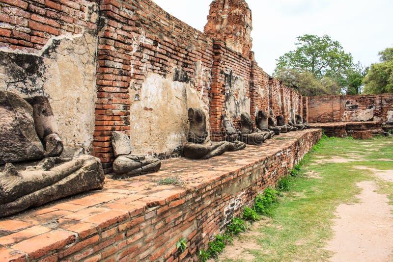Statua antica di Buddha in tempio del mahathat del wat immagini stock