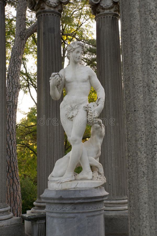Statua Bacchus w kolumnie zdjęcie royalty free