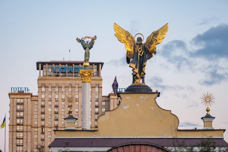 Statua Berehynia, zabytek niezależność i statua archanioł Michael na majdanie, obciosujemy w Kyiv obrazy royalty free