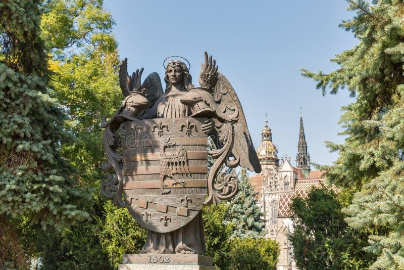 Statua bronzea della stemma di Kosice, Slovacchia fotografia stock