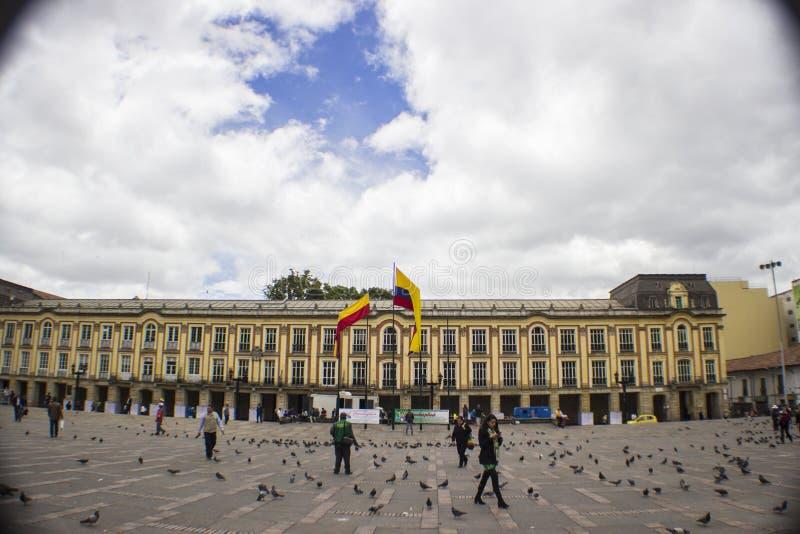 Statua bronzea di Bogota Colombia Simon Bolivar della città del paesaggio fotografia stock libera da diritti