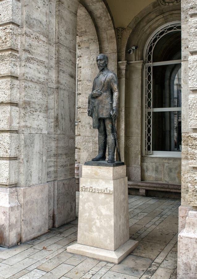Statua bronzea Eotvos Lurand, Budapest, Ungheria immagine stock libera da diritti