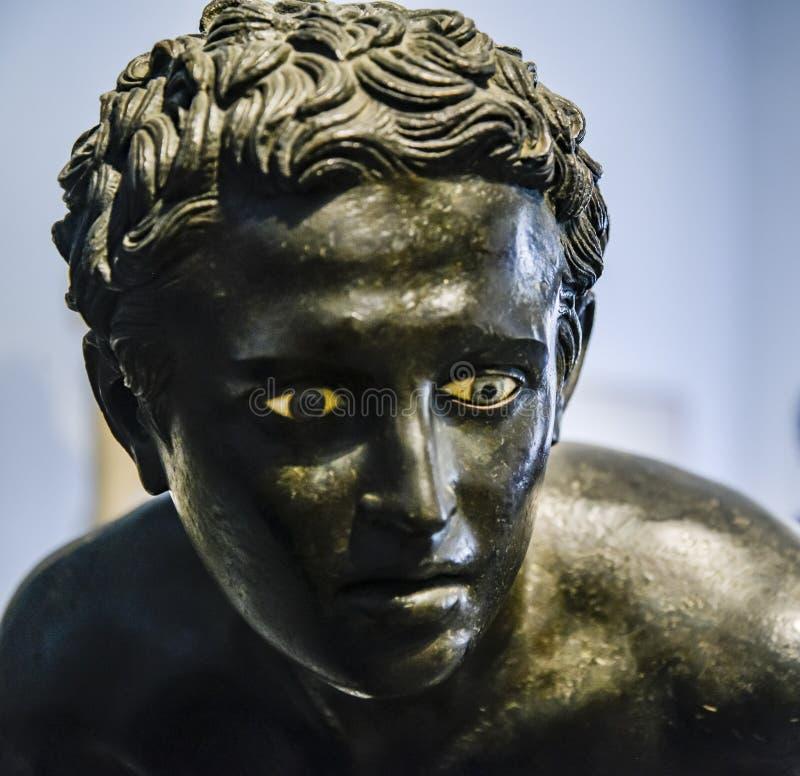 Statua bronzea nel museo archeologico nazionale di Napoli fotografia stock libera da diritti