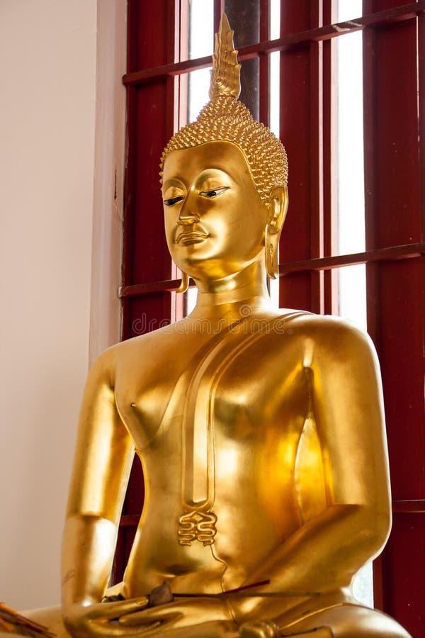 Statua Buddha w Wacie Phra Si Mahathat zdjęcia royalty free