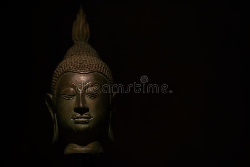 Statua capa di Buddha con aura usata come amuleti della religione di buddismo immagini stock libere da diritti