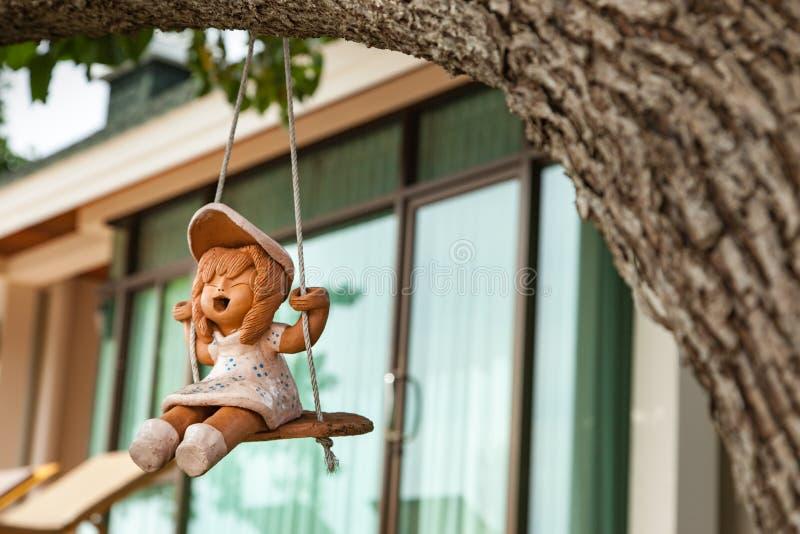 Statua ceramica della bambola fotografia stock