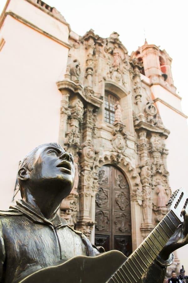 Statua che descrive i vicoli famosi di Guanajuato fotografie stock