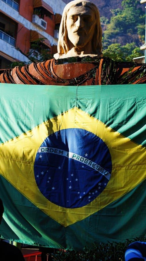 Statua Chrystus odkupiciela Brazylia flaga zdjęcie stock