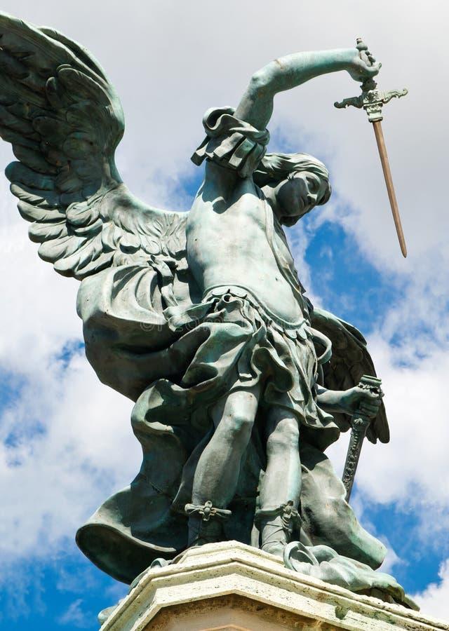 Statua in cima a Castel Sant'Angelo, Roma fotografia stock