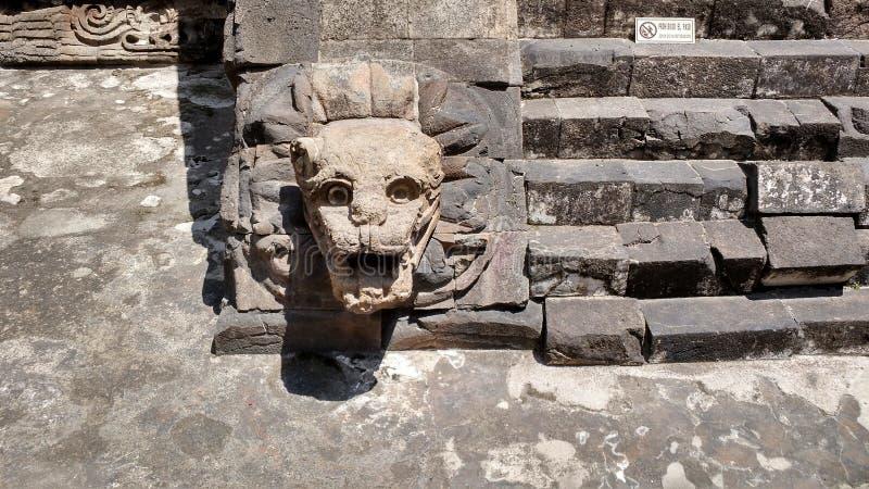 Statua in città antica di teotihuacan immagine stock libera da diritti