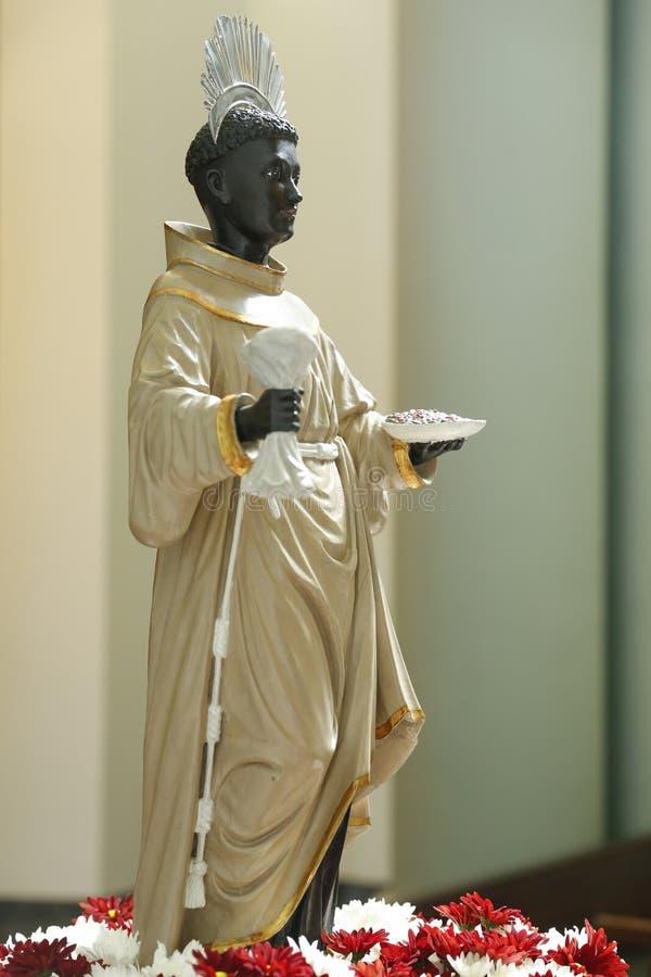Statua con l'immagine di San Benedetto fotografia stock libera da diritti