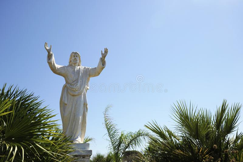 Statua Cristo di Cristo Redentor la statua del redentore Simile alla statua in Rio de Janeiro Concetto di perdono Padre che fotografia stock libera da diritti