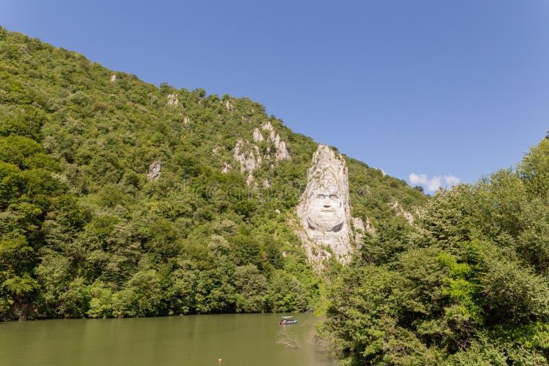 Statua Decebal rzeźbił na stronie wzgórze zdjęcie stock