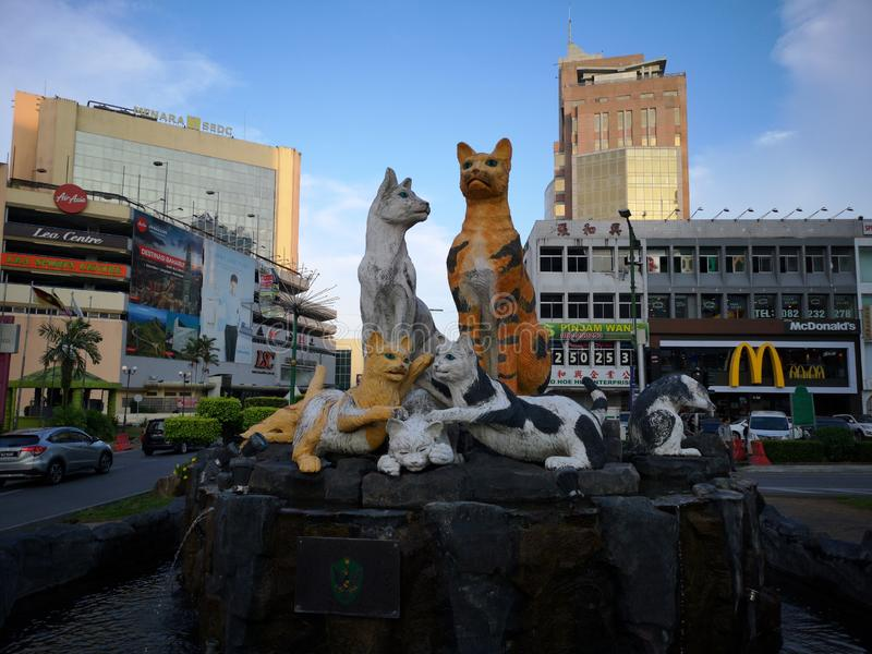 Statua dei gatti nella città di Kuching fotografie stock libere da diritti