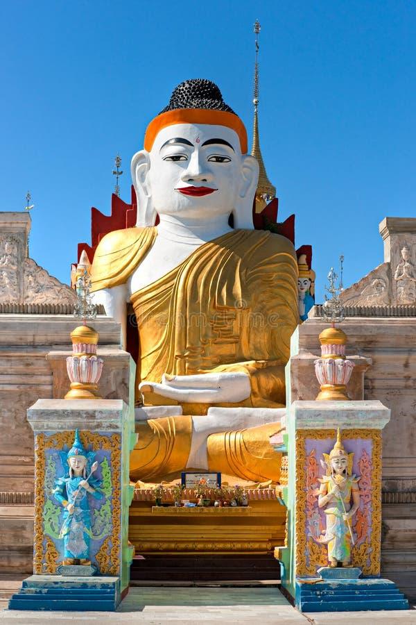 Statua del Buddha nel lago Inle, Myanmar. fotografia stock libera da diritti