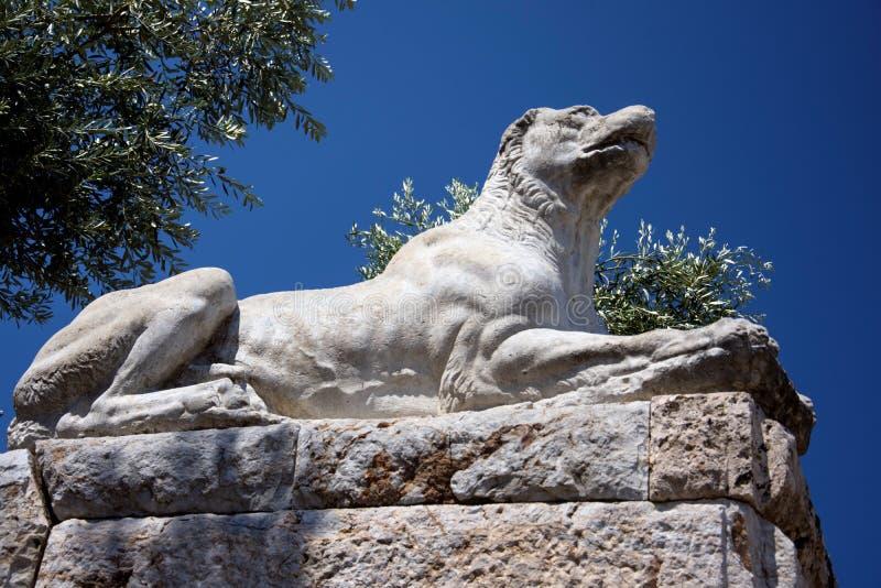 Statua del cane di Molossian nel sito antico di Kerameikos fotografia stock libera da diritti