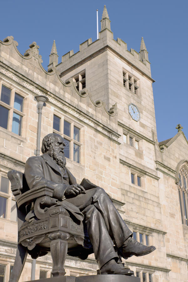 Statua del Charles Darwin, Inghilterra immagine stock