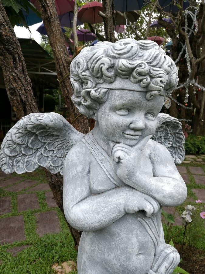 Statua del cupido fotografia stock libera da diritti