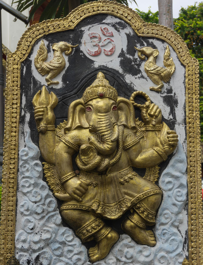 Statua del dio di Ganesh Elephant in tempio fotografie stock libere da diritti