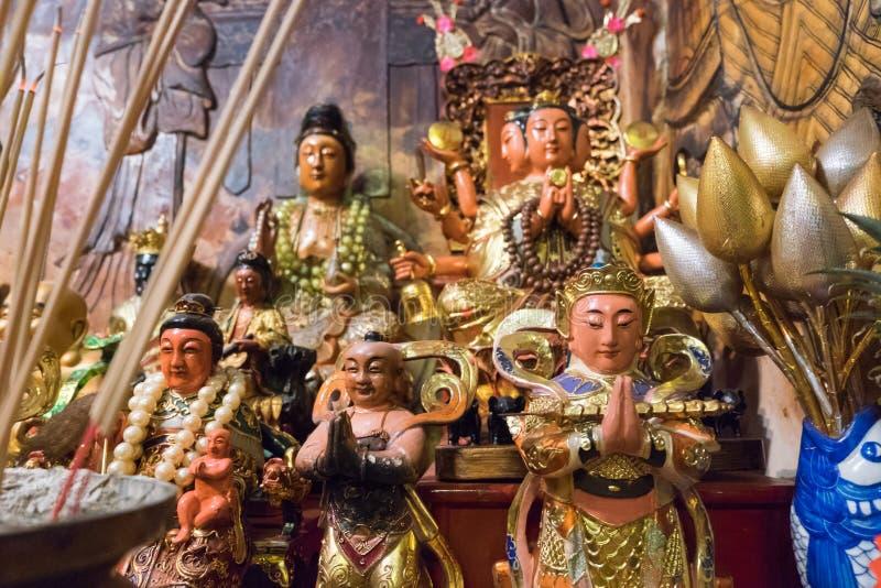 Statua del dio in Sang Tham Shrine in diciottesimo nuovo cinese di Phuket sì fotografia stock