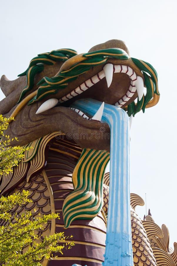 Statua del drago, situata nel centro urbano di Suphanburi per celebrare immagine stock libera da diritti