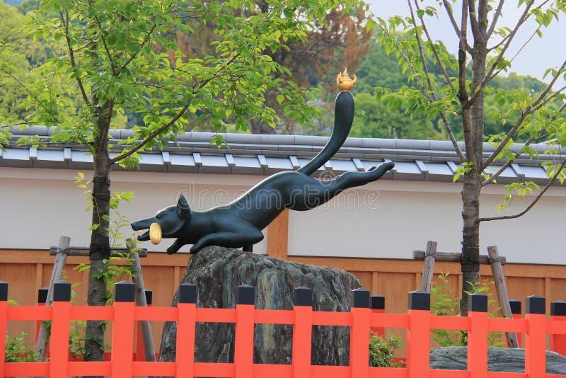 Statua del Fox al santuario di Fushimi Inari immagine stock