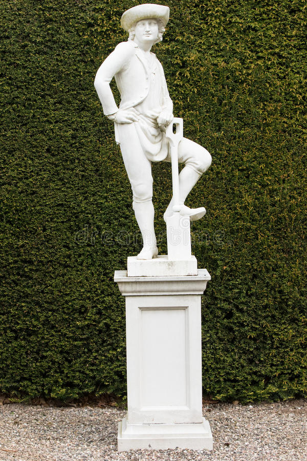 Statua del giardiniere in Glamis immagini stock libere da diritti