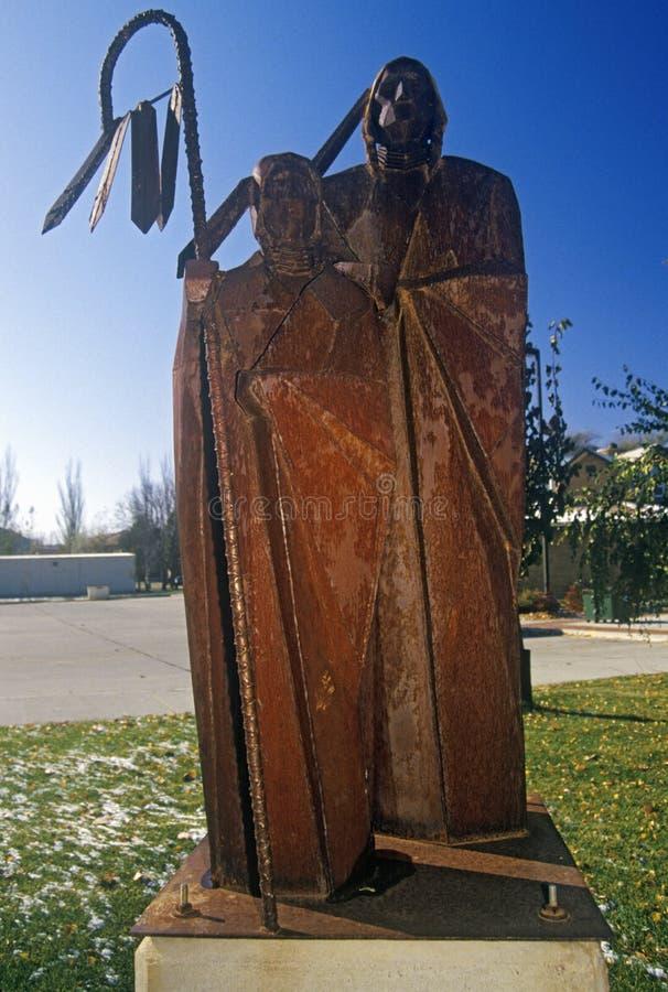 Statua del nativo americano nel museo di Akta Lakota in Chamberlain, deviazione standard immagini stock