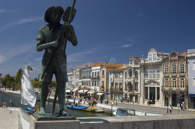 Statua del pescatore. Fiume di Vouga. immagine stock libera da diritti