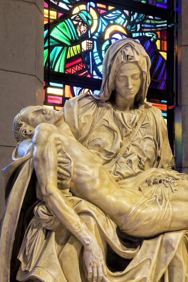 Statua del Pieta dentro la cattedrale di Manila, Manila, Filippi della La immagini stock libere da diritti