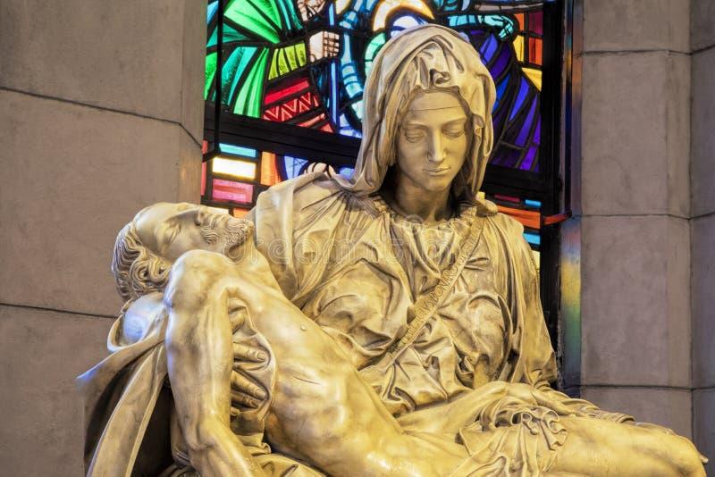 Statua del Pieta dentro la cattedrale di Manila, Manila, Filippi della La immagine stock