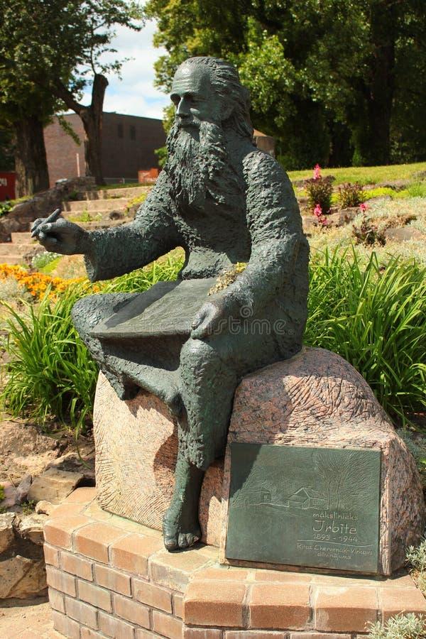 Statua del pittore Irbite a Riga, Lettonia immagine stock