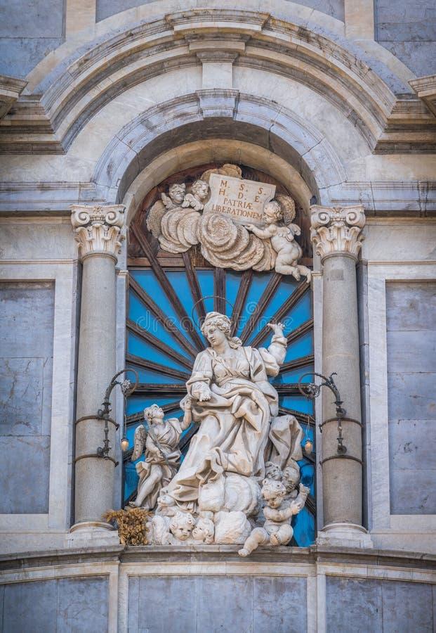 Statua del san Agatha sulla facciata del duomo di Catania La Sicilia, Italia fotografia stock libera da diritti