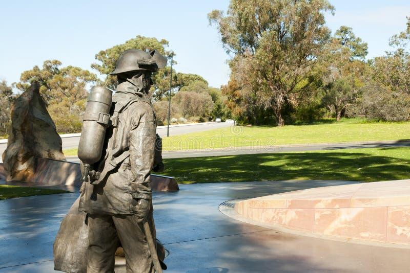 Statua del vigile del fuoco fotografie stock libere da diritti
