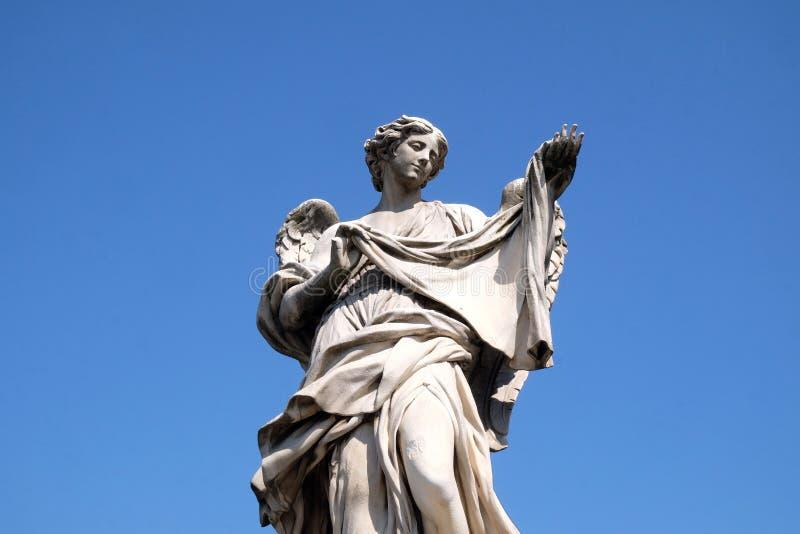 Statua dell'angelo con il Sudarium immagini stock libere da diritti