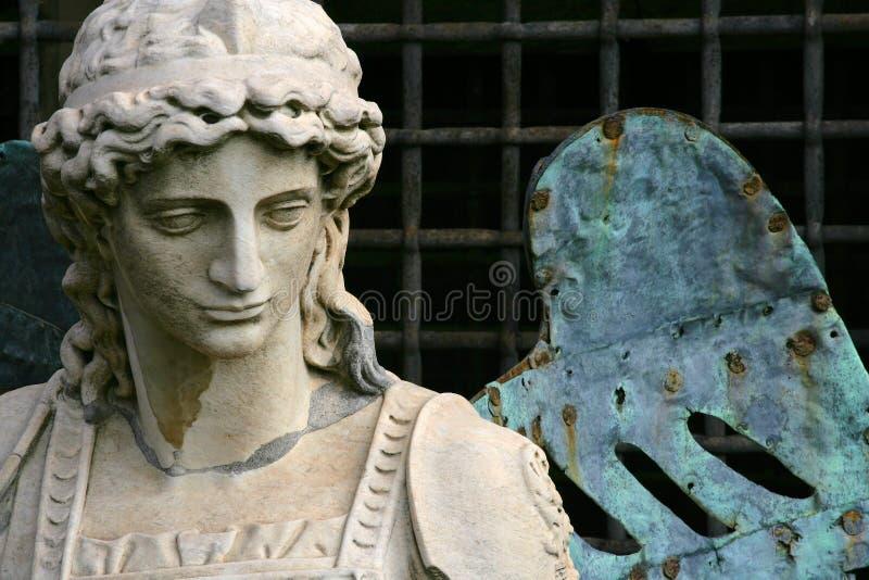 Statua dell'arcangelo Michael immagini stock libere da diritti