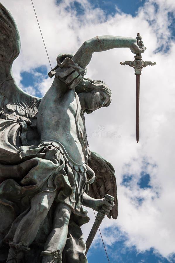 Statua dell'Arcangelo Michele stock foto's