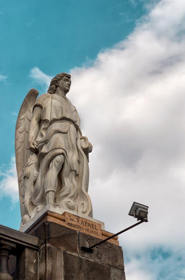 Statua dell'arcangelo Rafael in Città del Messico fotografie stock
