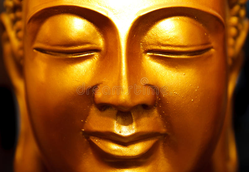 Statua dell'oro del Buddha fotografie stock